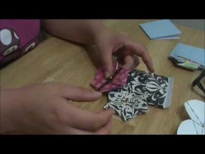 How to Make a Flower-Shaped Gift Card