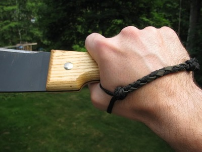 Paracordist how to measure knife and hand to create a unique paracord knife lanyard (for retention)