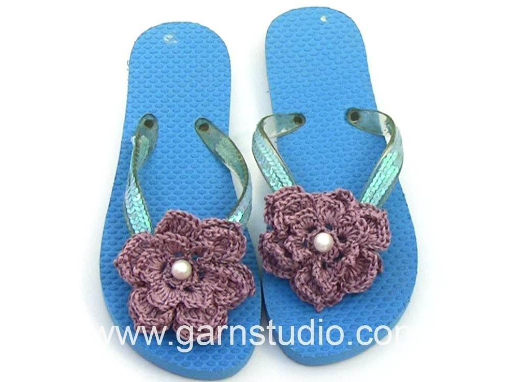 DROPS Crocheting Tutorial: How to spice up your summer slippers