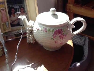 Creative Way To Hold Balls Of Yarn. A Porcelain Teapot Is Perfect!