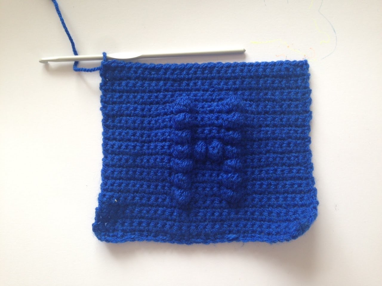 How to crochet a square with a bobble chart letter H