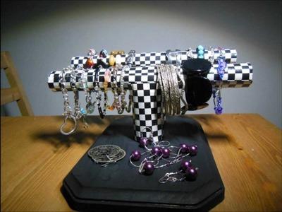 DIY Organizador de pulseras hecho  con  revistas.Bracelet  holder made with  magazines