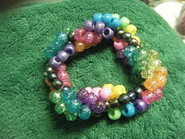 How to Make a Kandi Helix Bracelet - [www.gingercande.com]