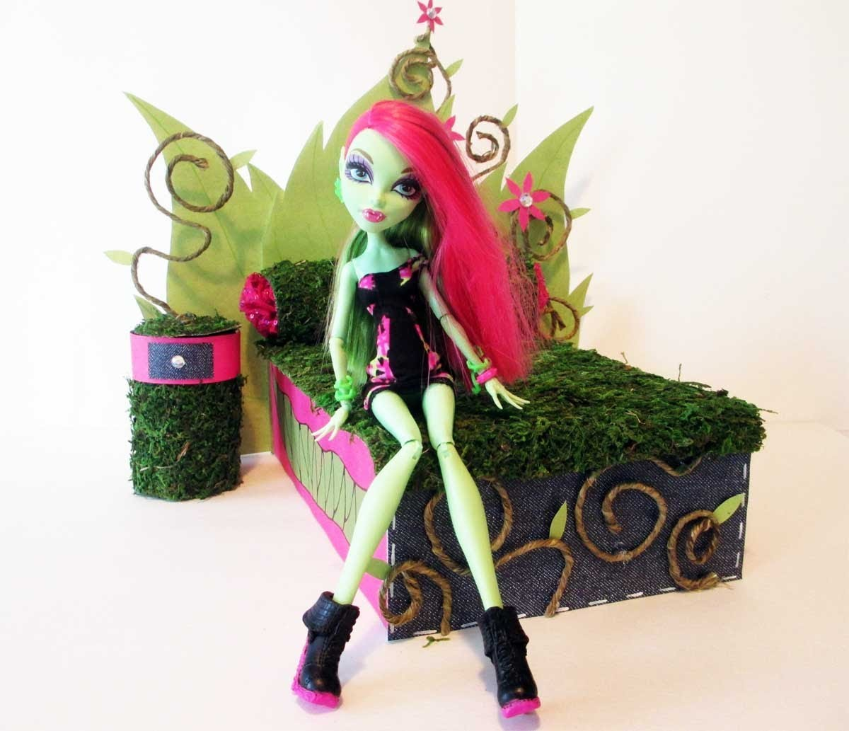 How to make a Venus McFlytrap Doll Bed Tutorial. Monster High