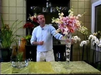 How to Make a Wedding Flower Arrangement : Tips for Finishing a Wedding Floral Arrangement