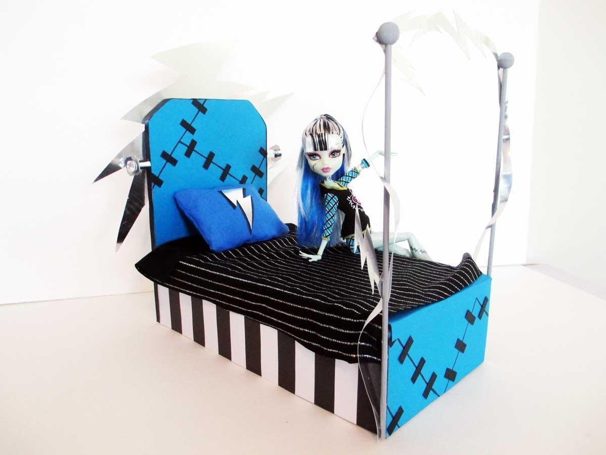 How to Make a Frankie Stein Doll Bed Tutorial. Monster High