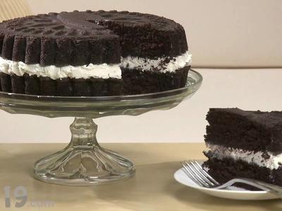 Bake a Cake that looks like a Giant Oreo