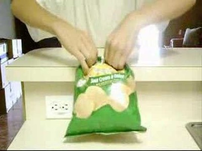 How to close a bag without clip