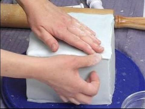 Cake Decoration Tips : How to Cover the Cake Top with Fondant