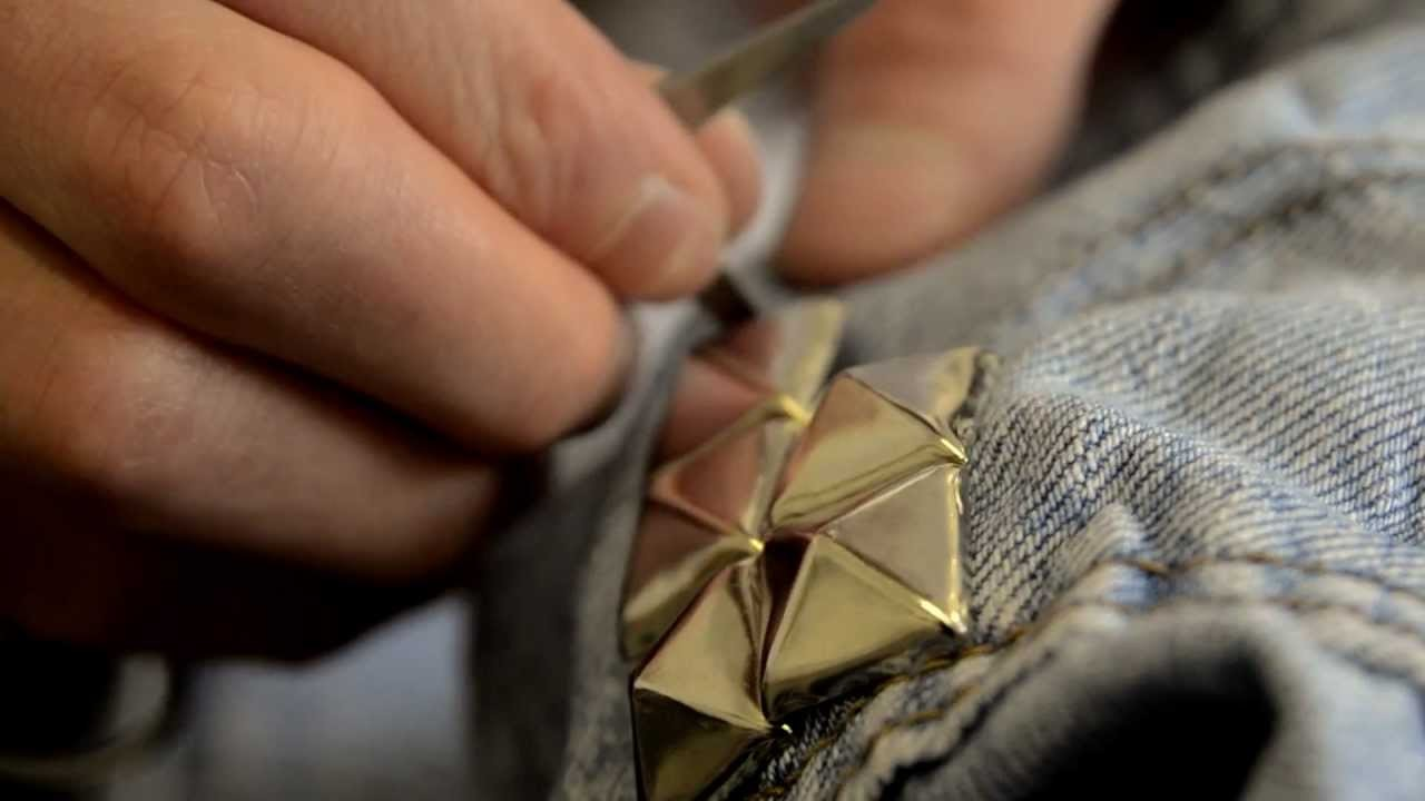The Making Of Vintage Studded, Galaxy & Frayed High Waisted Levi Shorts DIY.