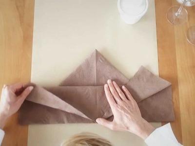 Napkin folding from Duni - Maple Leaf