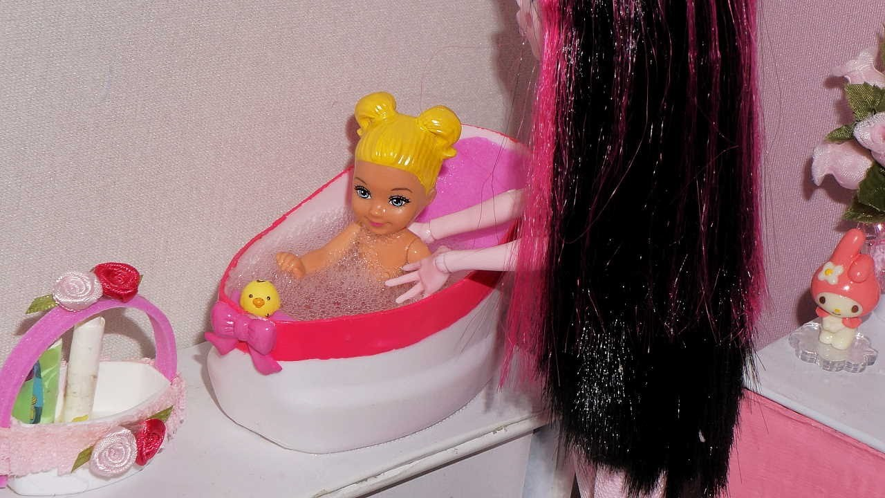 How to make baby bathtub for doll (or for mini doll, + hanger tutorial)