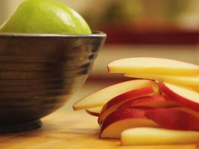 How To Cut An Apple || KIN EATS