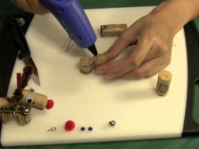 CHRISTMAS CRAFTS: How to make a Wine Cork Reindeer Ornament