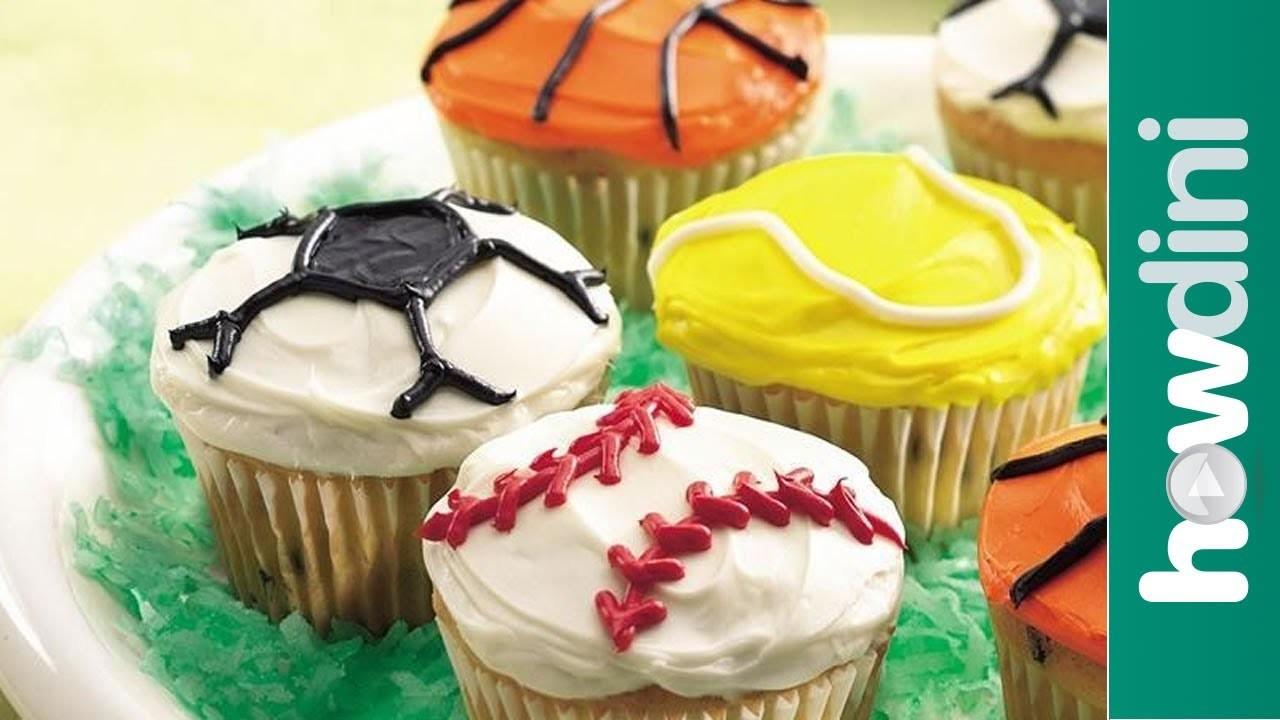 Cupcake decorating ideas: Sports theme decorated cupcakes