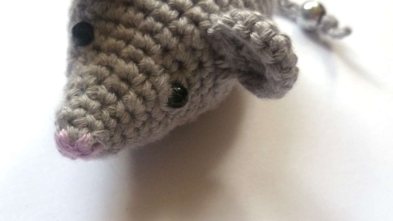 How To Make A Mouse Crochet Cat Toy - DIY Crafts Tutorial - Guidecentral