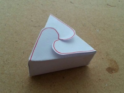How To Make A Triangle Gift Box - DIY Crafts Tutorial - Guidecentral
