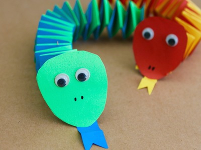 Easy craft: How to make paper accordion snakes