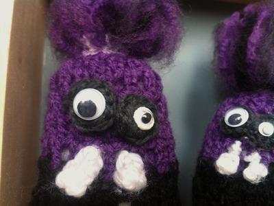 Poppy makes.  a crochet evil Minion. Poppy maakt.  een gehaakte evil Minion