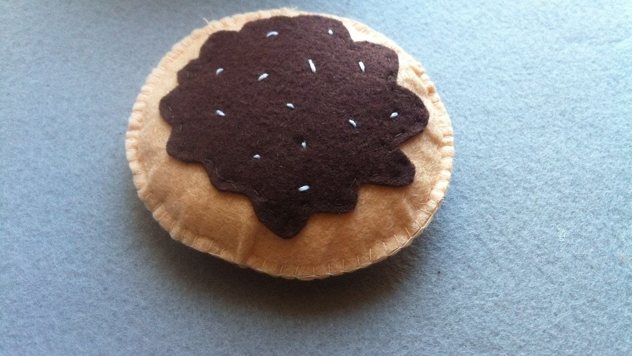 How To Make Cookies From Felt - DIY Crafts Tutorial - Guidecentral