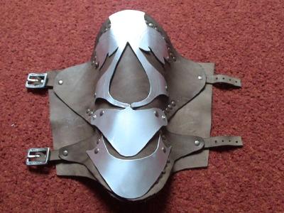 Ezio costume (AC2): vambrace tutorial