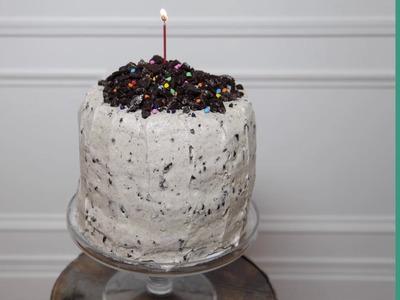 How to Make a Cookies & Cream Cake: Howdini Cakes