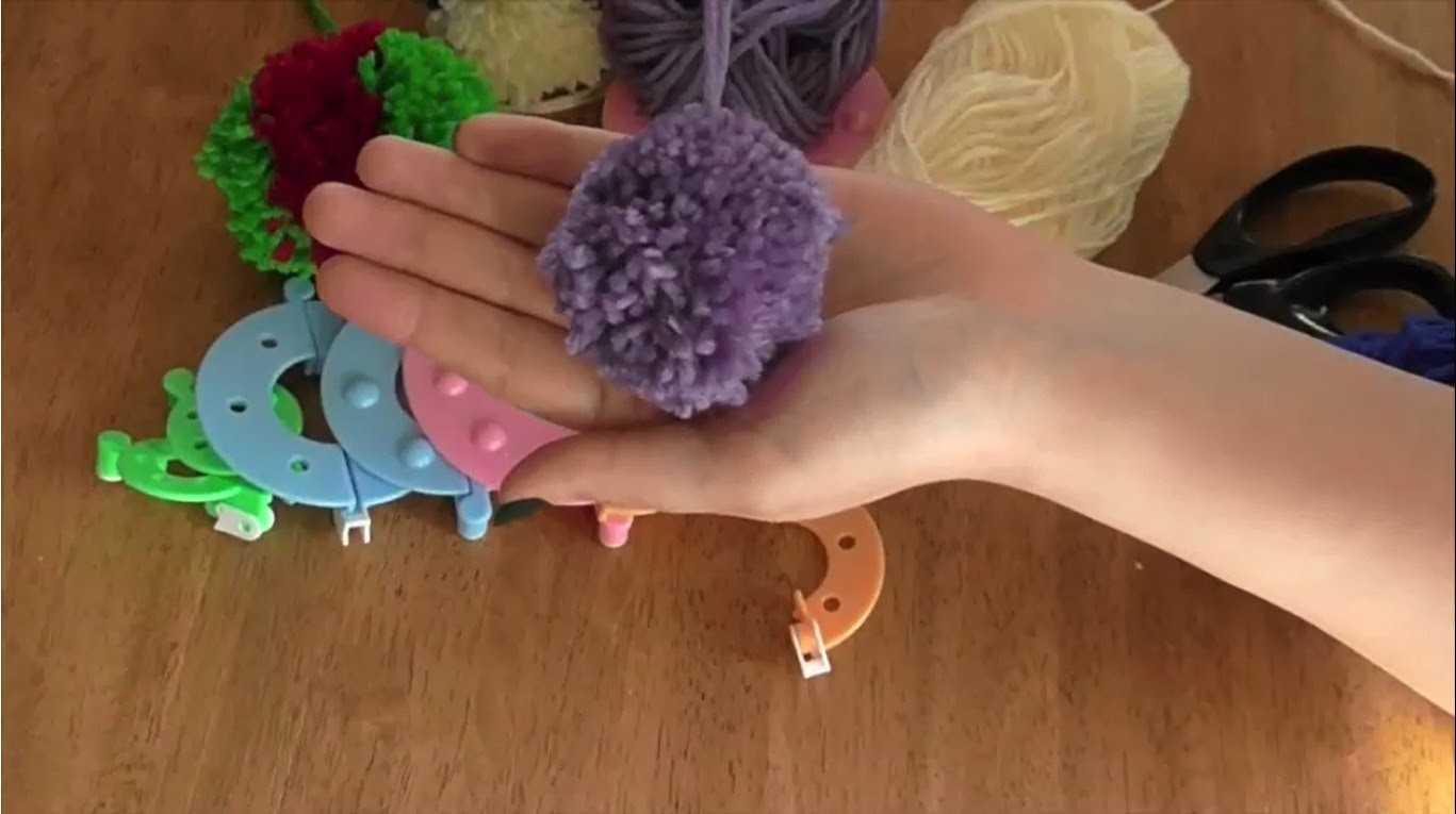 How to Make a Pom Pom Fluff Ball Using a Pompom Maker Loom Set - Curtzy