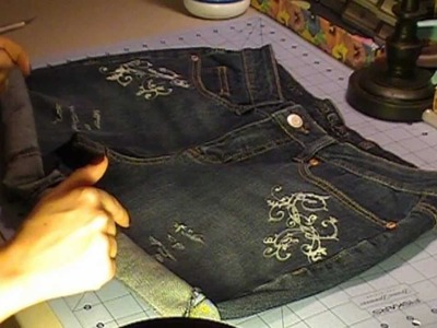 DIY Cut & Bleach Highwaisted Shorts