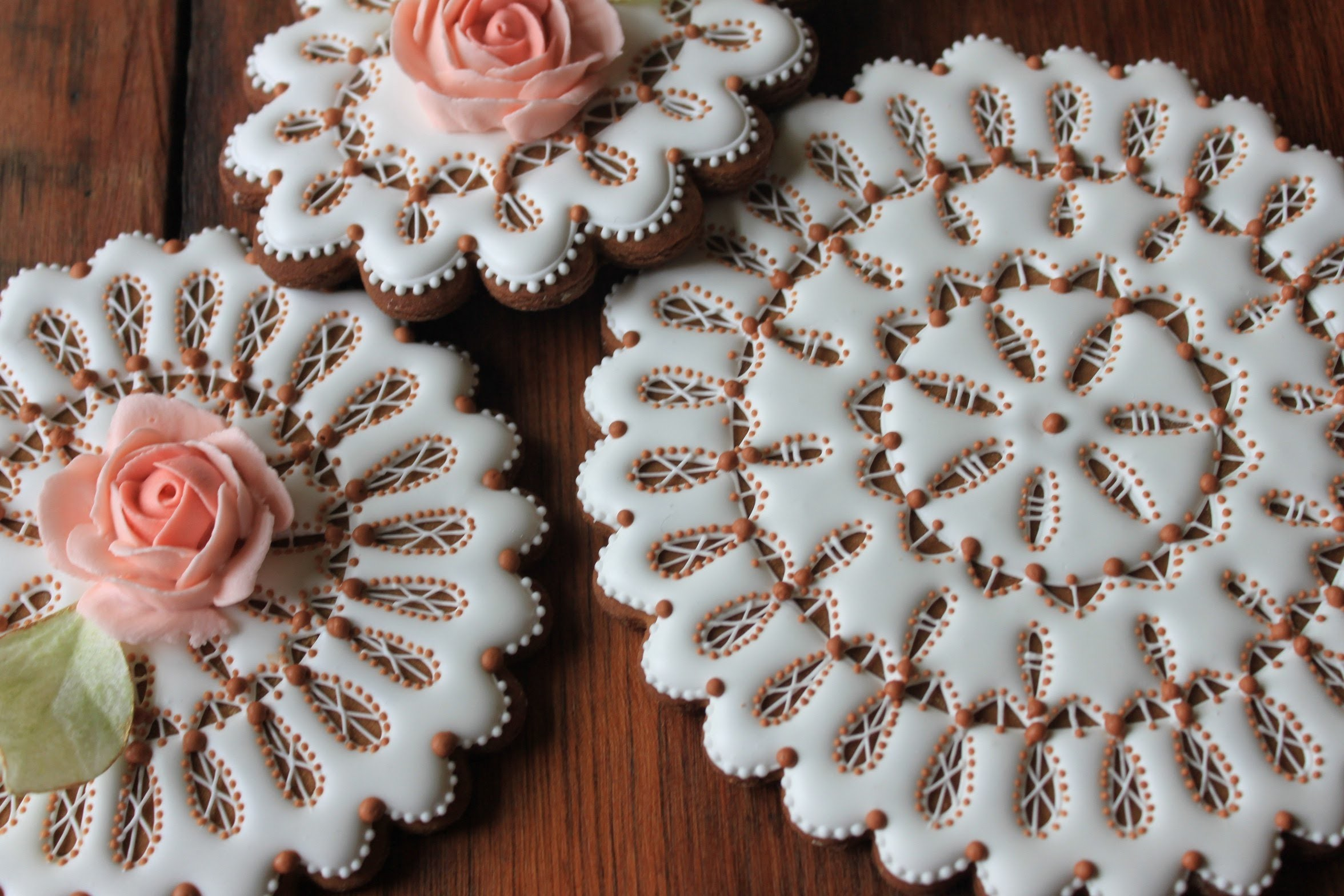 How to Make Eyelet Lace Doily Cookies (aka Part 1 of My 3-D Wedding Bouquets)