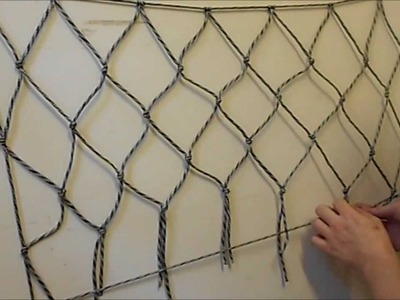 How to make a net using paracord or any other cordage (EASY)
