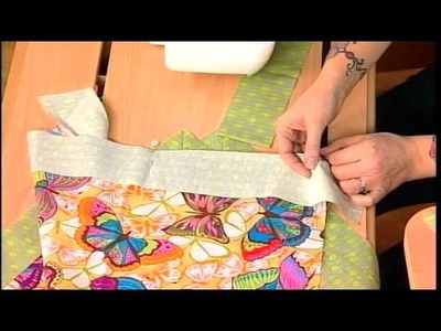 312-1 Valori Wells teaches the professional way to create a pillow with a flange on It's Sew Easy
