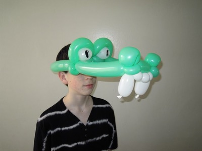Crocodile balloon hat. How to make balloon crocodile hat. Alligator balloon hat