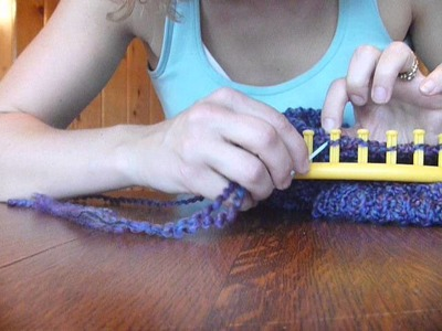 Casting off a Figure 8 Stitch on a Round Loom
