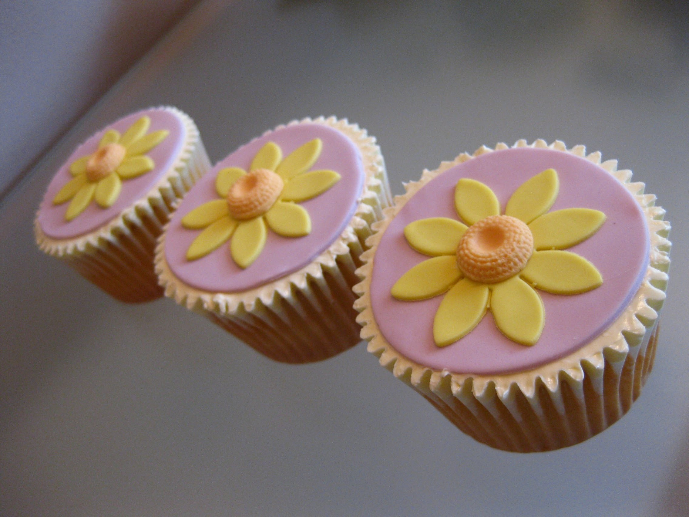How to Make Easter Cupcakes (3) - Sunflower Cupcakes