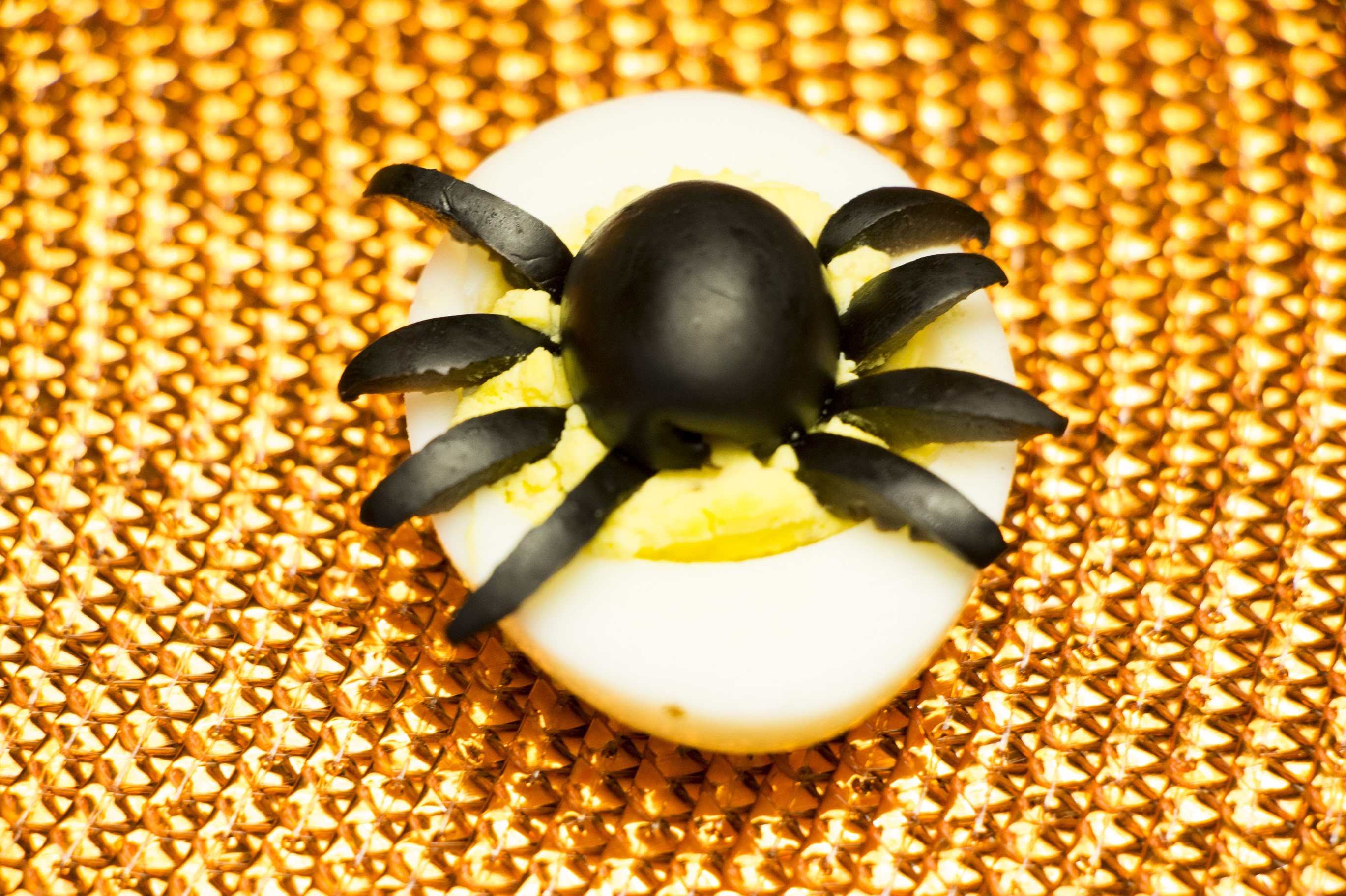 How to Make Spider Deviled Eggs for Halloween - DIY