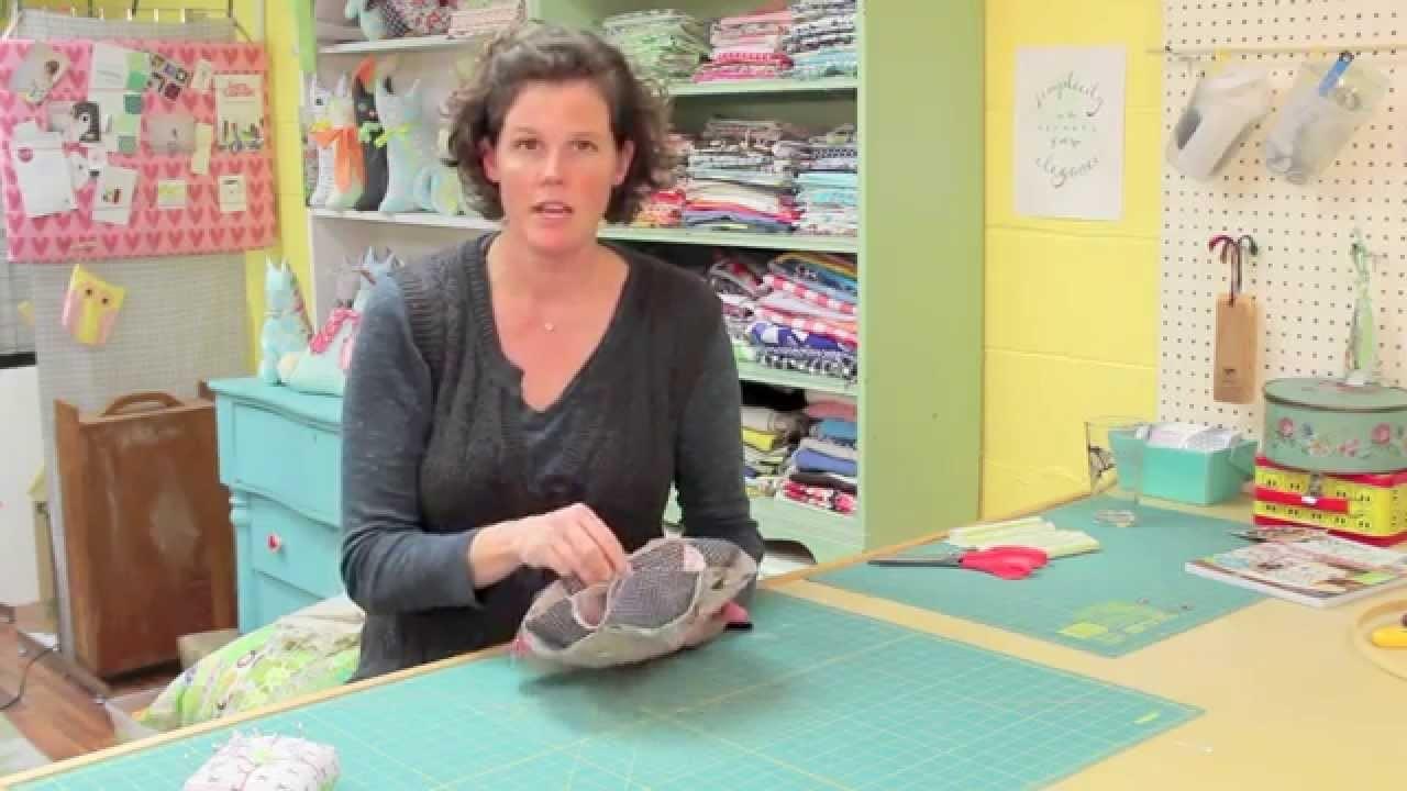 Vintage Inspired DIY Dinner Roll Holder Sewing Tutorial