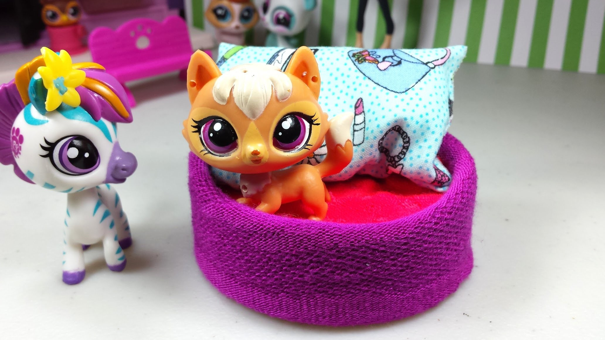 Easy DIY Custom LPS Doll Accessories: How to Make a Tiny Pet Dog Bed ♦ Dollhouse Furniture