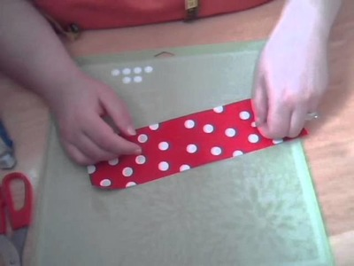 How to make a Minnie Mouse hair bow using Duck Tape