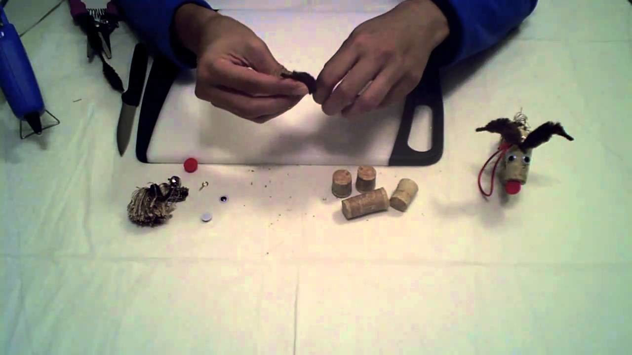 CHRISTMAS CRAFTS: How to make a Cork Reindeer Ornament
