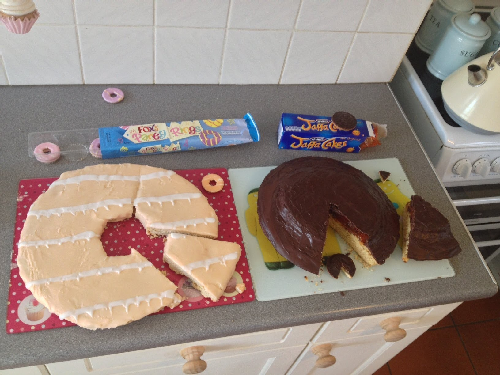 GIANT JAFFA CAKE & GIANT PARTY RING