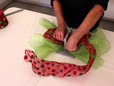 How to Make a Scrunchy Green Bow with Bowdabra