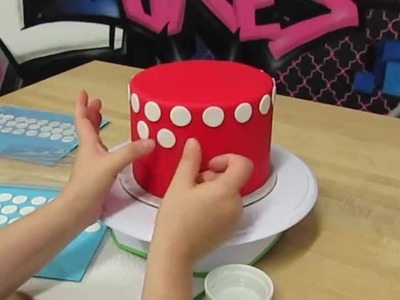 How To Create A Perfect Polka Dot Pattern On A Cake