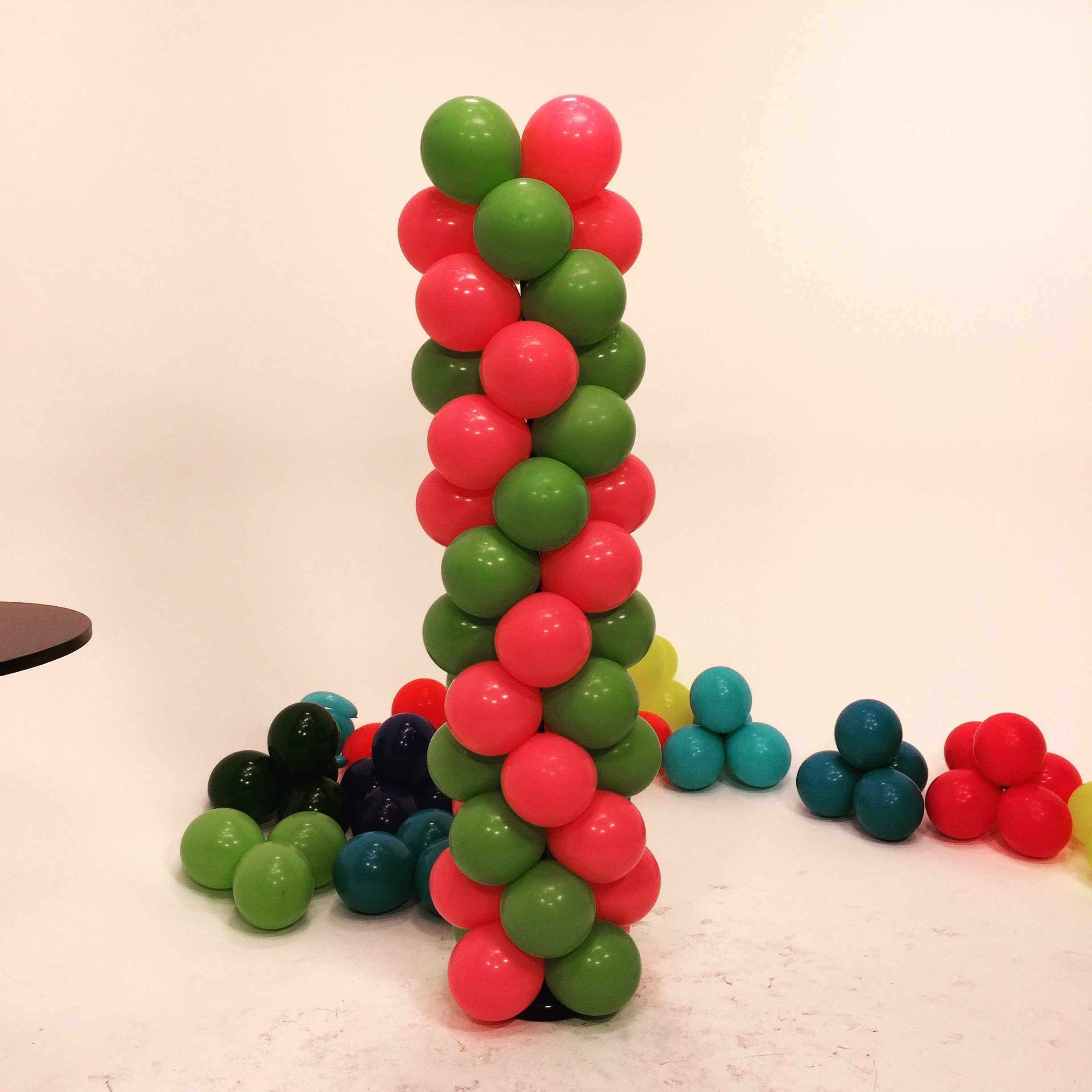 How To Make a Balloon Tower - ZigZag Pattern