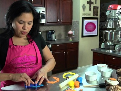 How to Make Fondant Party Hat Cupcake Toppers