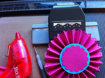 Making Paper Rosettes using a Scoreboard and Boarder Punch
