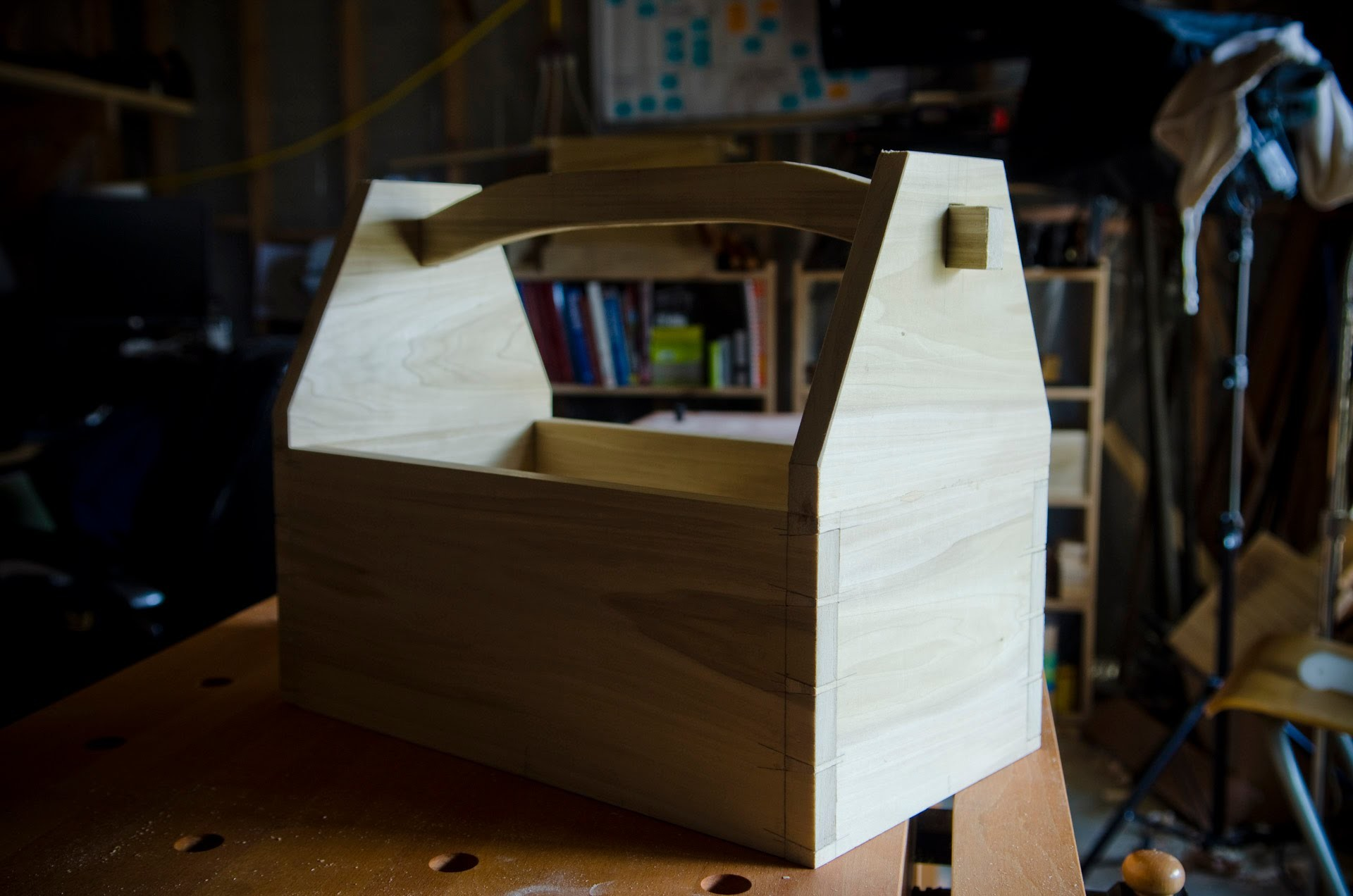 Make a Dovetail Tool Box with Hand Tools