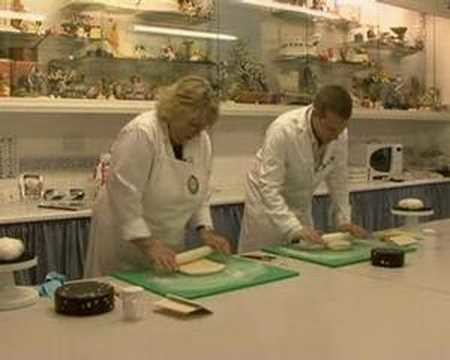 How To Make a Cake - WeddingTV
