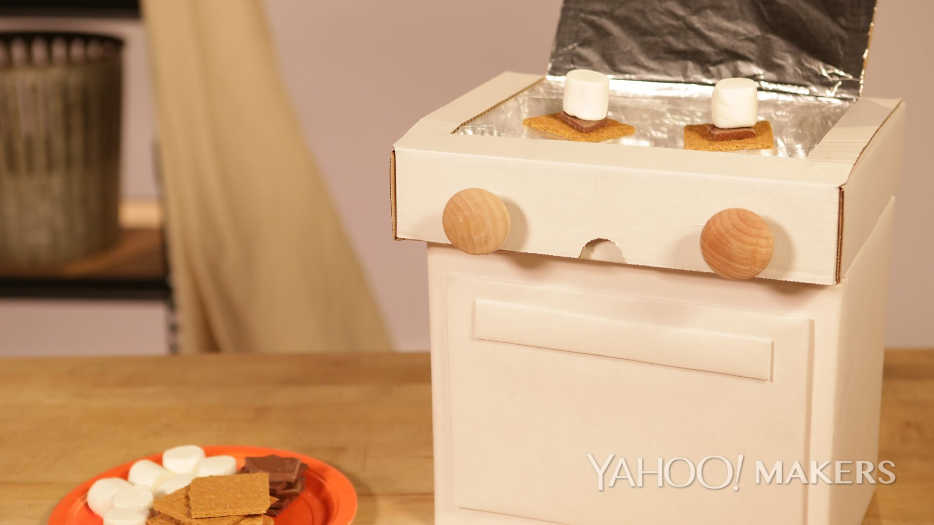 A DIY Solar-Powered Easy Bake Oven For The Best S'mores Under the Sun