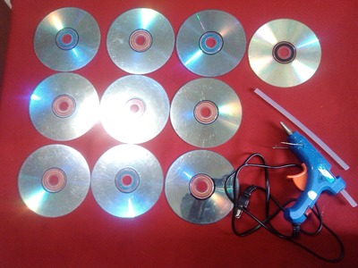 DIY # 1: HOW TO MAKE A PICTURE FRAME MADE OF RECYCLED CD. DVD