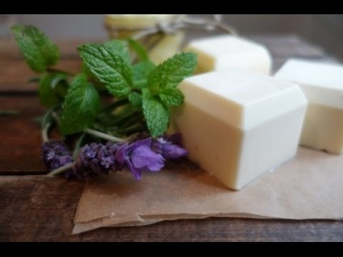 DIY: 4-In-1 Natural Sunscreen, Bug Repellent, Deodorant, Moisturizer Bar